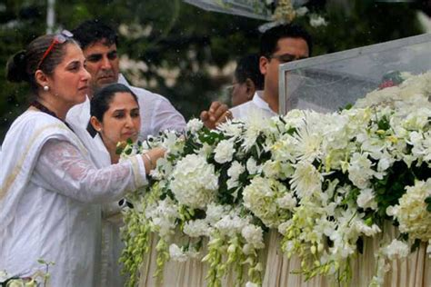 Twinkle Khanna Home Decor dimple kapadia during rajesh khanna s funeral images frompo
