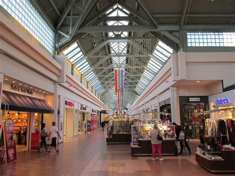 in mall file greendale mall worcester ma jpg wikimedia commons