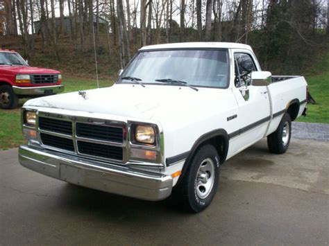 1993 dodge ram d150 318 magnum 5 speed manual shortbed rust free 1st gen truck