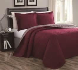 maroon bedding sets best 25 burgundy bedroom ideas on burgundy