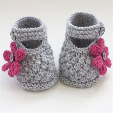 knit baby shoes best 25 knit baby shoes ideas on knitting