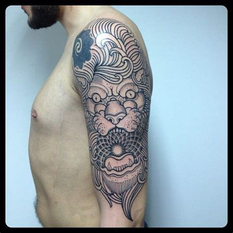 brilliant lion tattoo by pepe vicio tattoomagz