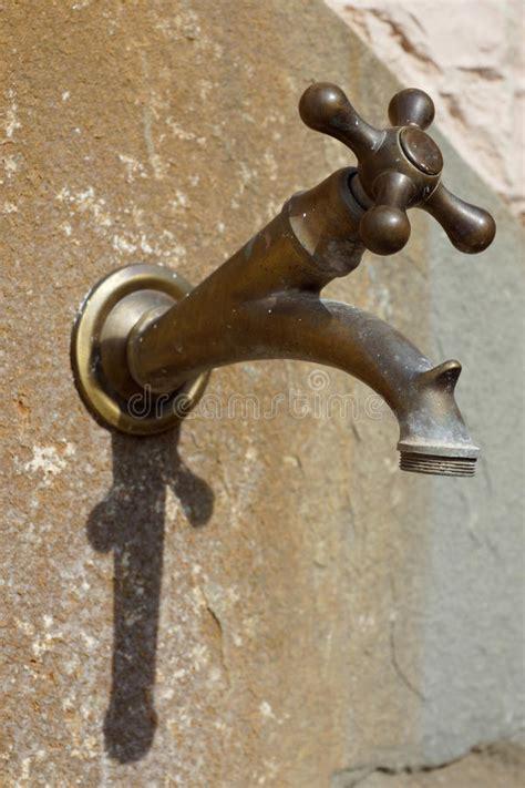Vieux Robinet by Vieux Robinet En Laiton Photos Libres De Droits Image