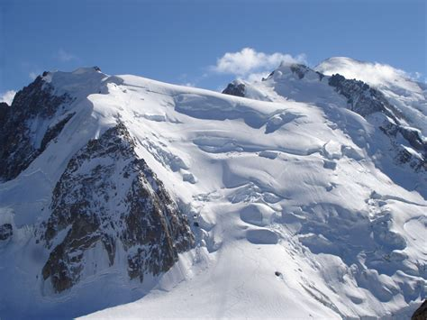 two dead search continues after avalanche near mont blanc climbing climbing