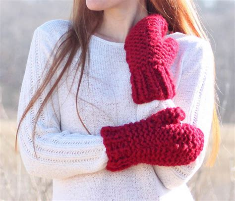 easy knit mittens for beginners incredibly easy chunky mittens allfreeknitting