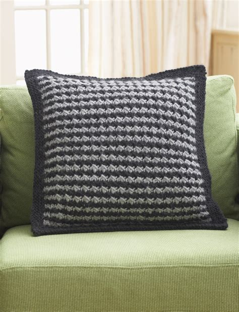 houndstooth knit pattern easy houndstooth pillow pattern yarnspirations
