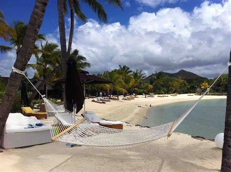 Bali Infinity Pool feeling free at four seasons resort mauritius at anahita