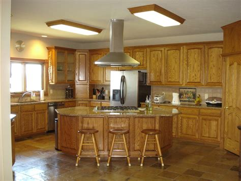 kitchen ideas with oak cabinets oak kitchen cabinets paint color ideas traditional image