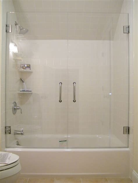 bathtubs with glass shower doors 25 best ideas about tub glass door on shower