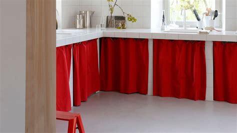petit rideau cuisine petit rideau pour camoufler un meuble dessous de lavabo et tout bazar