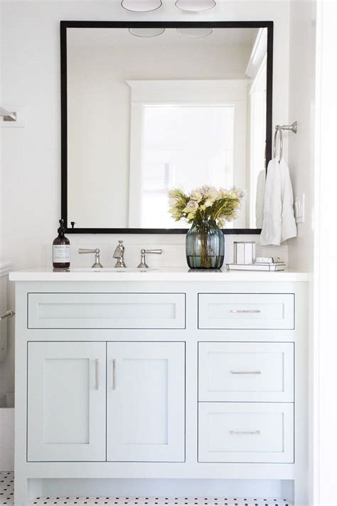 Bathroom White Cabinets by Best 25 White Vanity Bathroom Ideas On White
