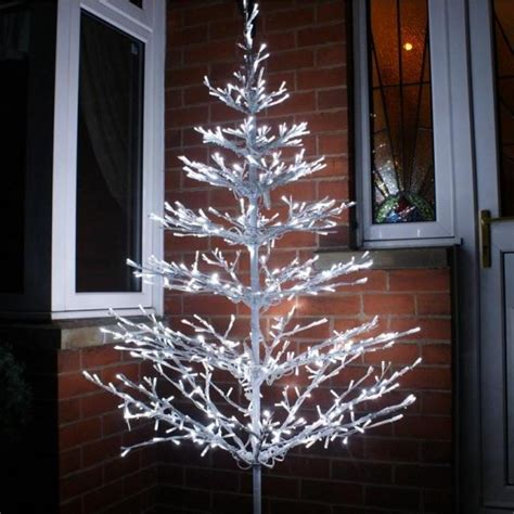 how to decorate a tree outside with lights decorating your outdoor tree