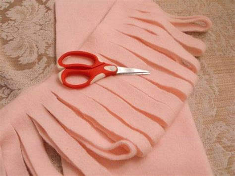 how to cut knit fabric 25 best ideas about arm knitting tutorial on