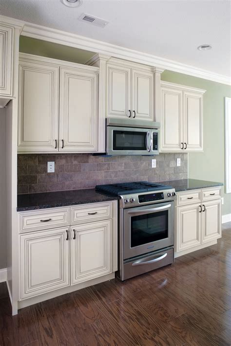 pictures of kitchen with white cabinets white heritage classic cabinets