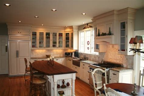 kitchen cabinets to ceiling what is the height above the kitchen cabinets to the ceiling