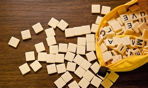 fast scrabble how to play and win bananagrams scrabble s addictive and