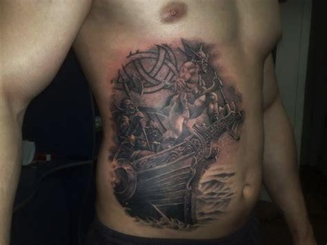 wikinger krieger auf schiff tattoo am bauch tattooimages biz