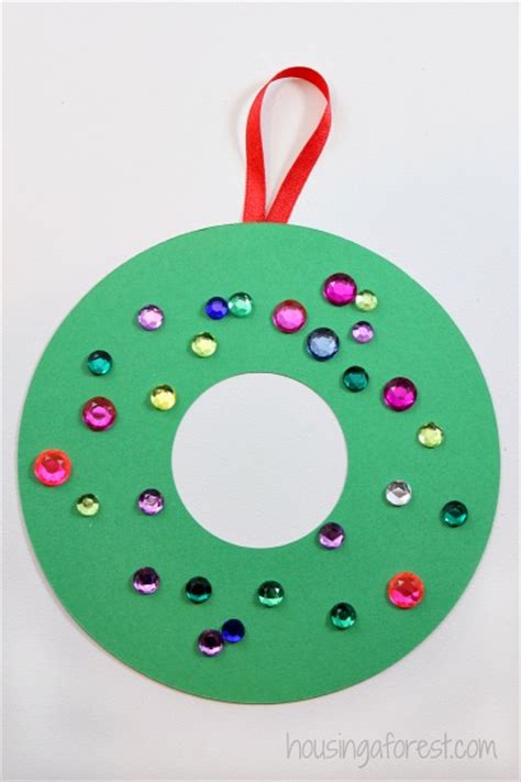 easy kid crafts with construction paper construction paper wreath housing a forest