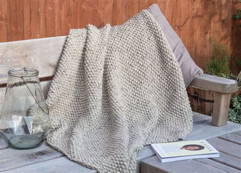 knitted throw patterns uk snug a seed stitch blanket knitting pattern shortrounds
