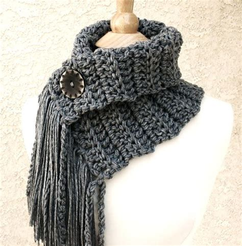 how do you knit a buttonhole 25 best ideas about cowl scarf on loom