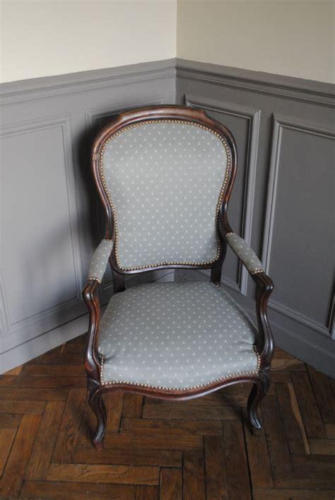 17 best ideas about retapisser un fauteuil on retapisser une chaise recouvrir un