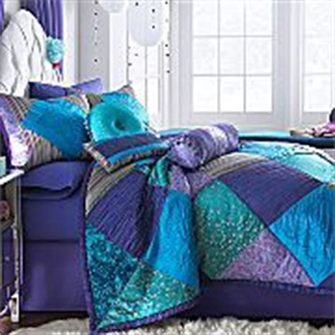 stores that sell bedding sets 1000 images about bedroom on peacocks