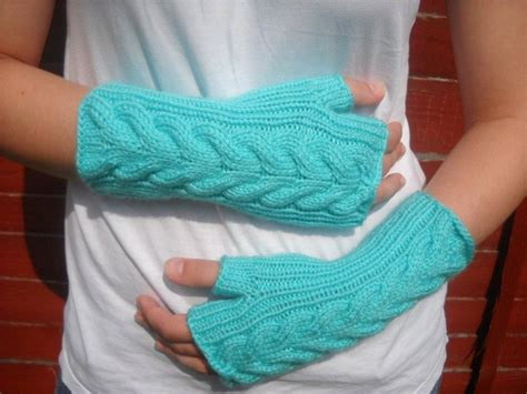 how to knit wrist warmers cable knit wrist warmers by bijouxboutique craftsy
