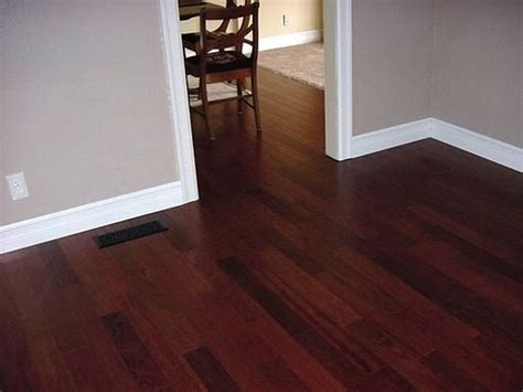 paint colors with wood floors 25 best ideas about cherry floors on