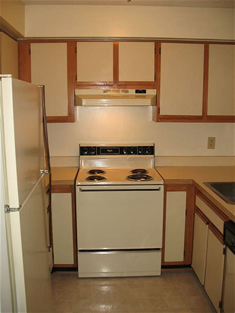 painting kitchen cabinet doors foobella designs painting laminate kitchen cabinets