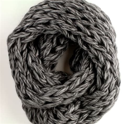 arm knitting scarf arm knitting scarf7 wonderfuldiy