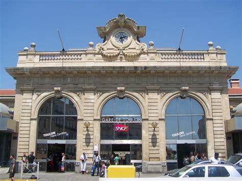 Réservation de véhicule avec chauffeur à la gare d'Aix en Provence TGV, la gare d'Avignon TGV