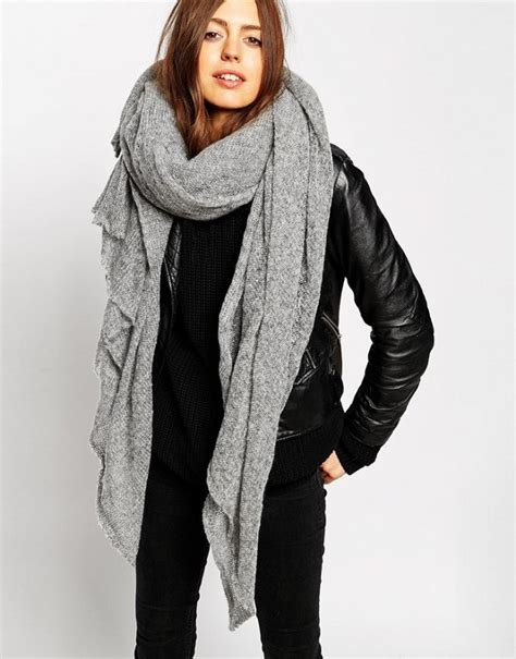 oversized knit scarf 13 oversize scarves for cozy thanksgiving travel whowhatwear