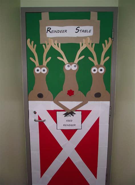 reindeer stable reindeer stable decorations images