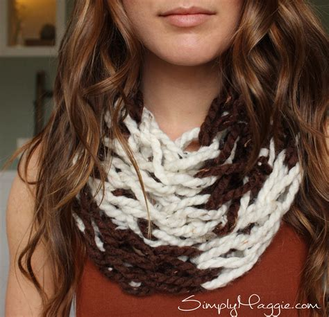 simply maggie arm knitting diy arm knit striped infinity scarf simplymaggie
