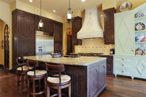 pendulum lighting in kitchen pin by taeya glassford on for the home