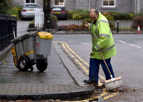 st cleaner firms should pay 163 8 25 per hour says new living wage