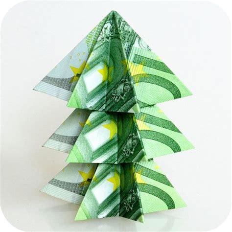 mit origami weihnachtsbaum aus 100 scheinen mit dieser anleitung