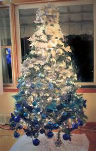 blue white tree 35 frosty blue and white d 233 cor ideas digsdigs