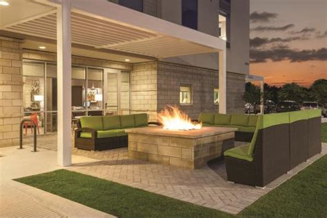 outdoor sitting area outdoor sitting area picture of home2 suites by
