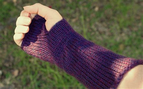 wrist warmers free knitting pattern planetjune by june gilbank 187 knitted wristwarmers