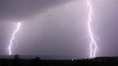 what are thunder file lightning 14 07 2009 20 42 33 jpg wikimedia commons