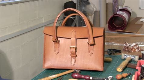 how to make a purse with stitched leather handbag