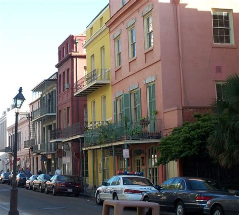 new orleans colorful houses file colorful houses in new orleans jpg wikimedia commons