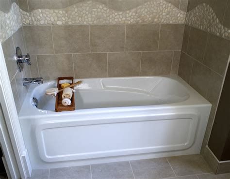 tubs and showers for small bathrooms 8 soaker tubs designed for small bathrooms small bath