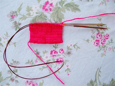 magic loop method of knitting you to see magic loop knitting photo tutorial on craftsy