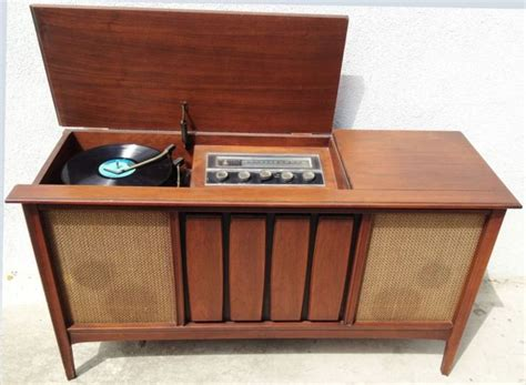 vintage stereo cabinet with turntable 1960s mid century modern stereo console sylvania record player turntable cabinet