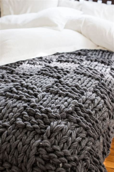 best yarn for arm knitting 25 best ideas about knit blankets on chunky