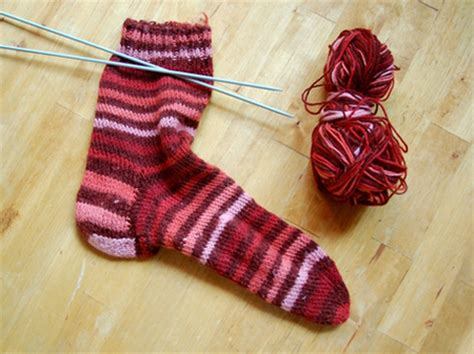 beginner knit socks beginner s knit sock free pattern craftfoxes