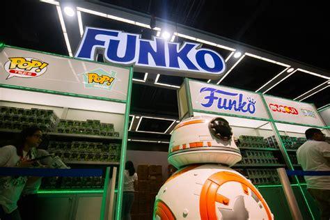 the original rubber st convention photos 2016 emerald city comicon kicks in downtown