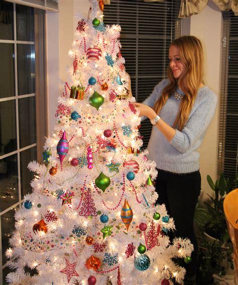 decorate a white tree kitschy white tree nataliastyle